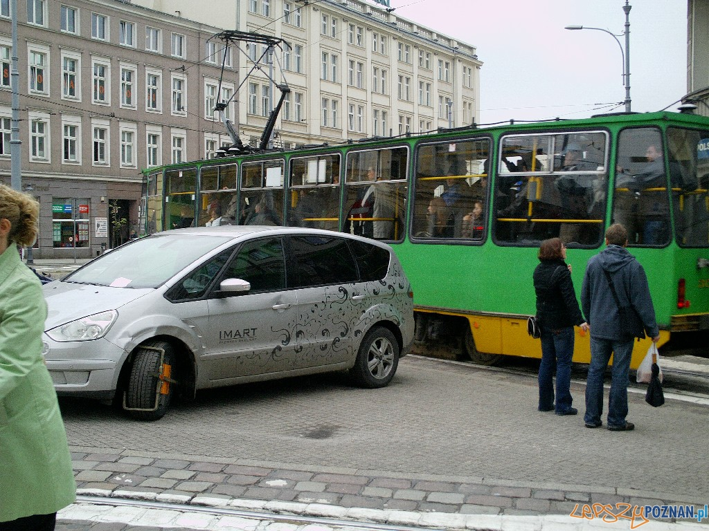 Krzyżówka Marcinkowskiego-Podgórna - Parkowanie 2010.05.19  Foto: Paweł Rychter
