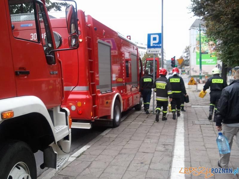 Strażacy przy szkole  Foto: lepszyPOZNAN / gsm