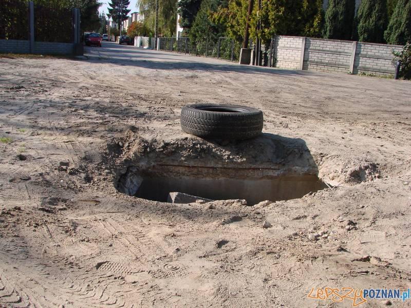 niebezpieczna dziura w Antoninku już jest łatana  Foto: lepszyPOZNAN.pl / ag
