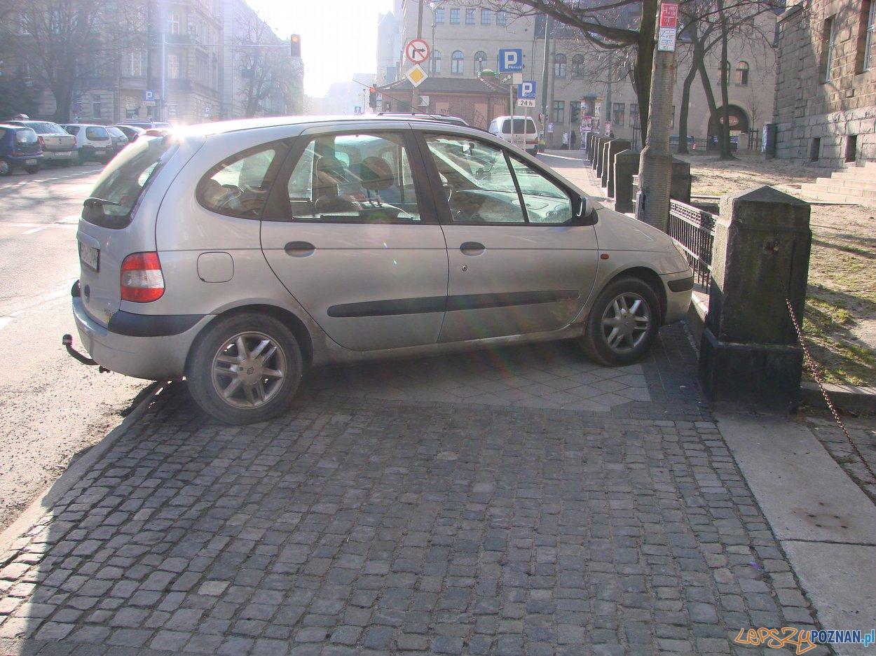 chodnik to nie parking  Foto: lepszyPOZNAN.pl / ag