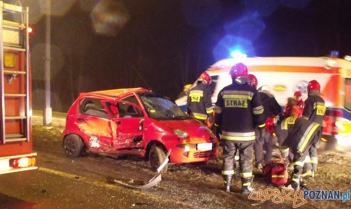 wypadek na ulicy Warszawskiej w Poznaniu (02.02.2011)  Foto: KMPSP / Tomasz Kowalski