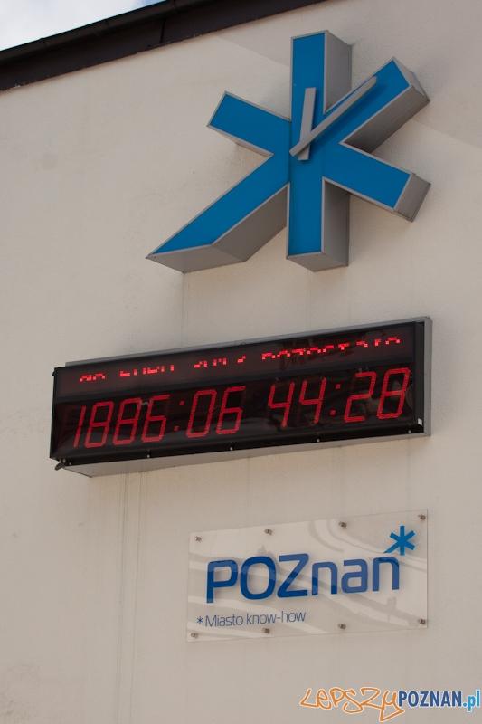 Zegar Euro2012 na udynku Arsenału - 10.04.2011 r.  Foto: LepszyPOZNAN.pl / Paweł Rychter