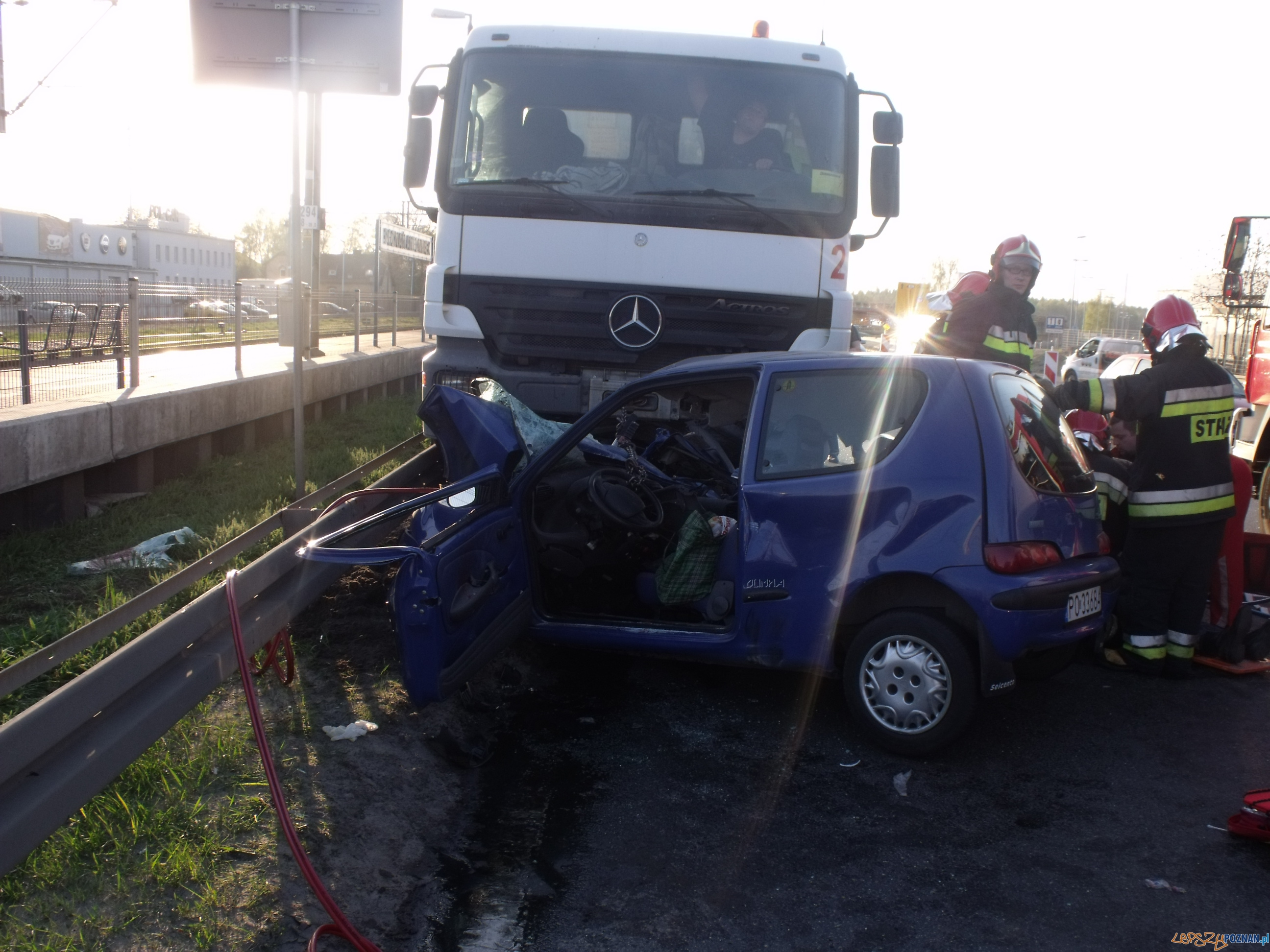 Wypadek na Warszawskiej  Foto: KM Państwowej Straży Pożarnej