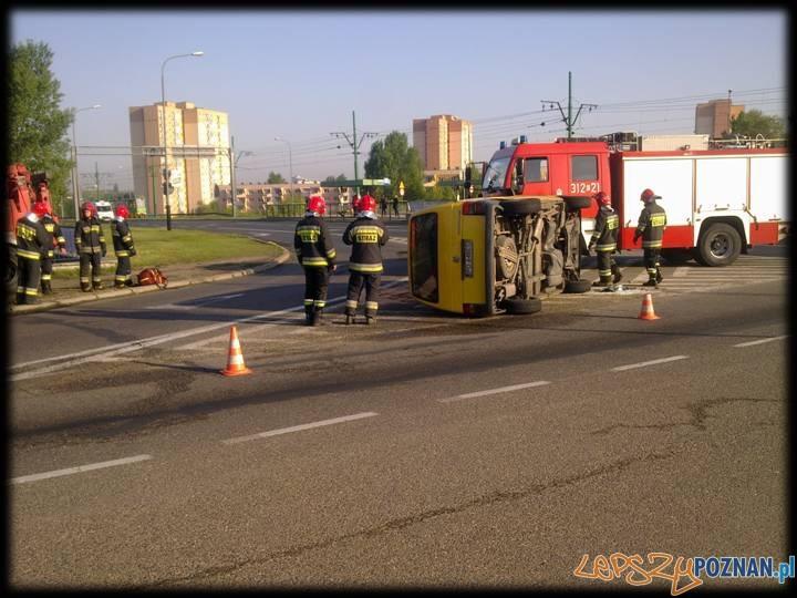 wypadek na rondzie zegrze  Foto: st. ogn. Piotr Śliwiak