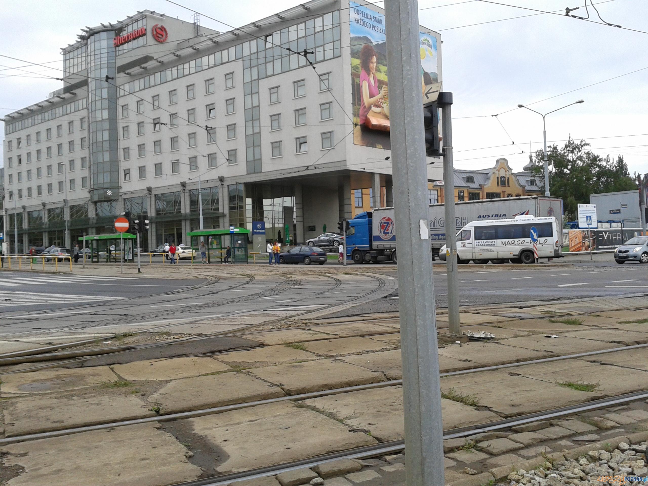 Kolizja przy Sheratonie  Foto: lepszyPOZNAN.pl / gsm