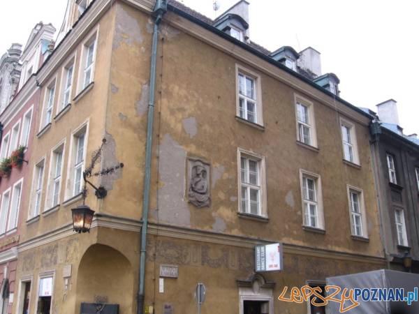 Stary Rynek 60 (róg Wrocławska) - przed remontem - 01 small  Foto: IDP