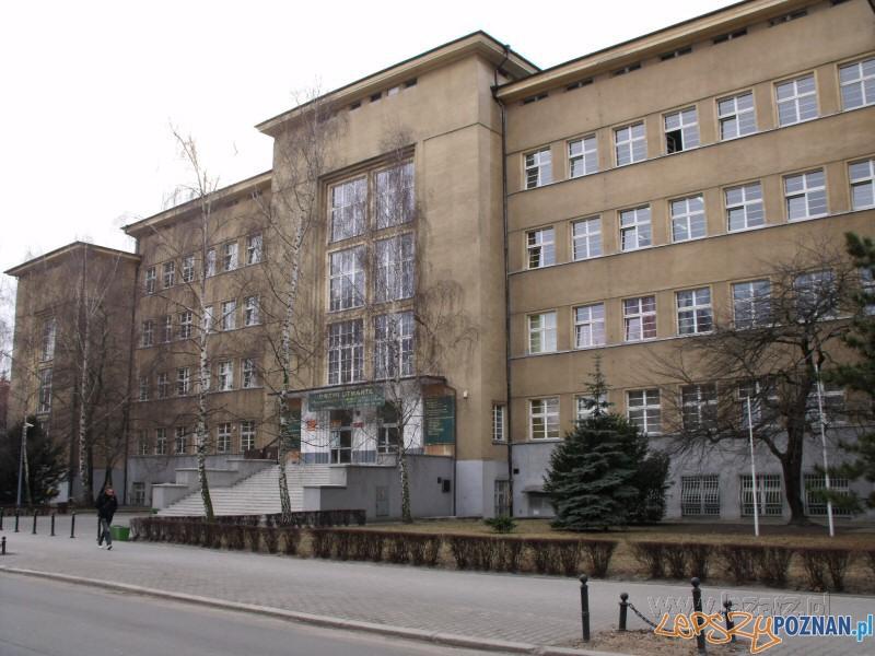 Zespół Szkół Handlowych  Foto: lazarz.pl