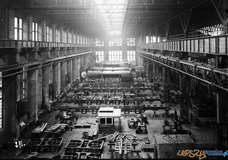 Hala montażu parowozów HCP - przed rokiem 1939  Foto: naukaipostep.pl