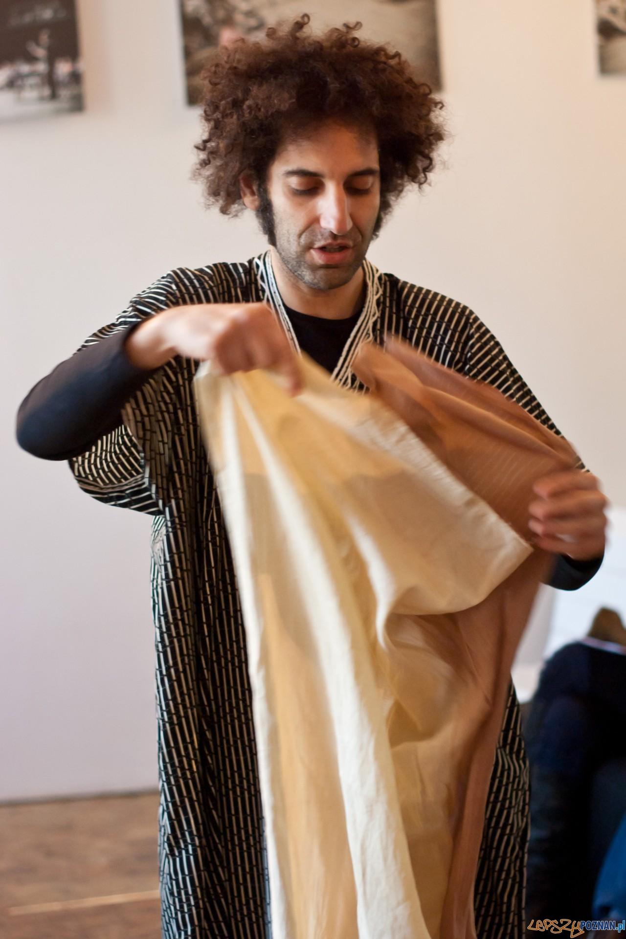 Hacen Sahraoui rzecznik festiwalu, współprowadzący warsztaty  Foto: