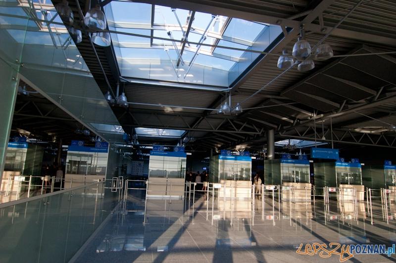 Nowy terminal pasażerski na Ławicy - Poznań 28.05.2012 r.  Foto: LepszyPOZNAN.pl / Paweł Rychter