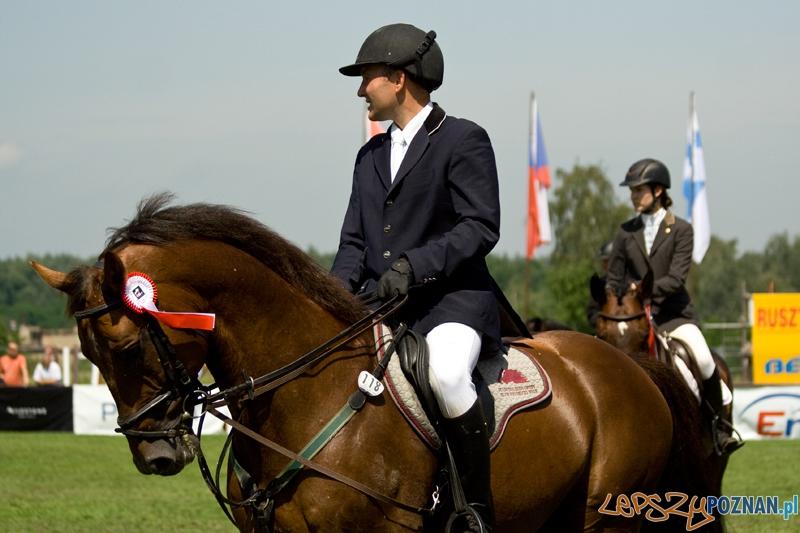 Międzynarodowe Zawody Jeździeckie w Skokach przez Przeszkody CSI** na Woli - Poznań 30.06.2012 r.  Foto: Ewelina Gutowska