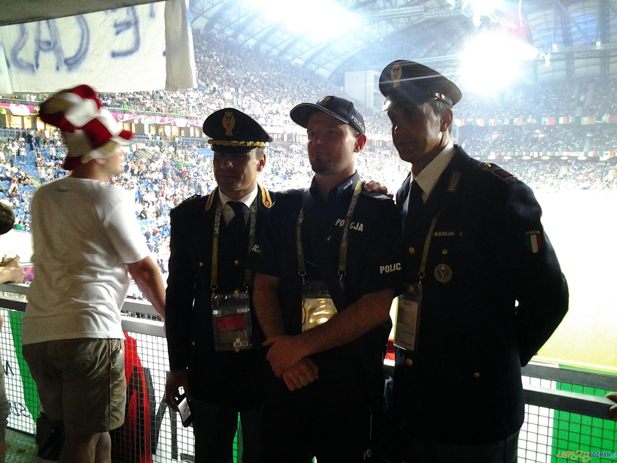 Policyjna Polsko Włoska przyjaźń :)  Foto: lepszyPOZNAN.pl / gsm