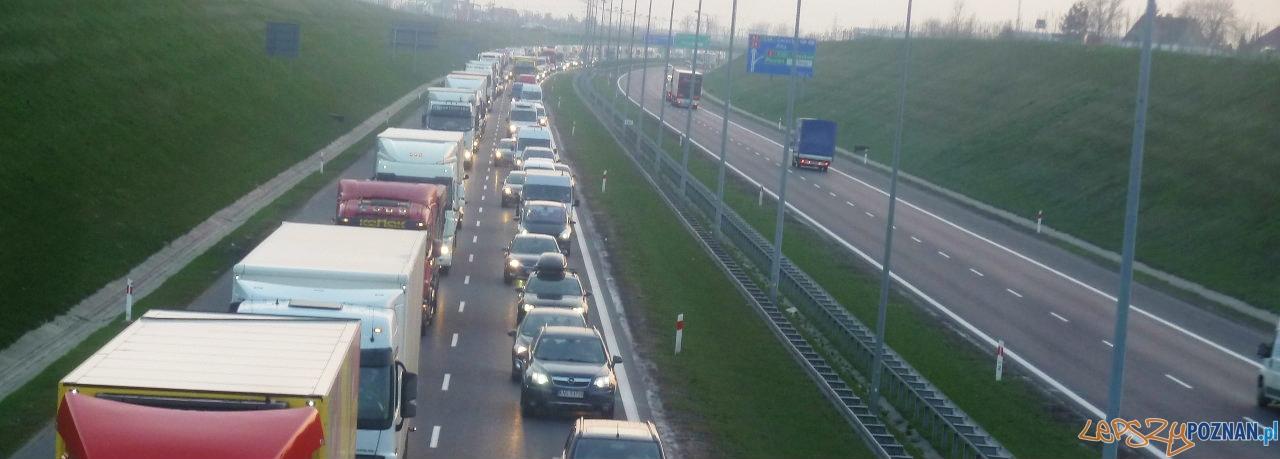 Korek na A2 po wypadku  Foto: Maciej Koterba