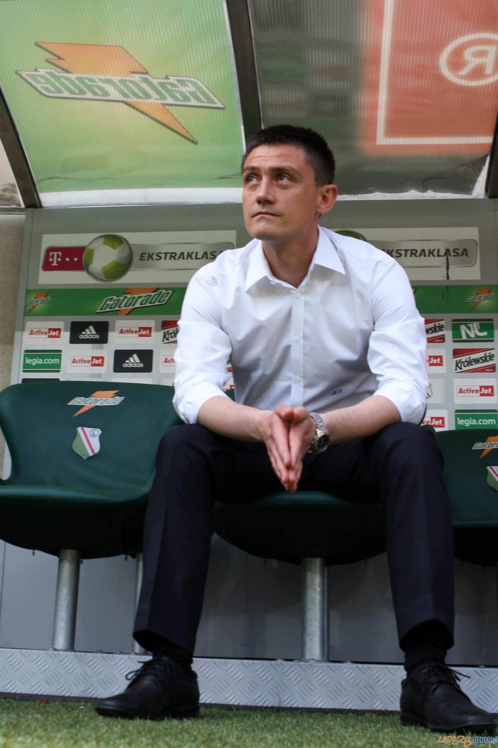 Legia odskoczyła Lechowi  Foto: x-news