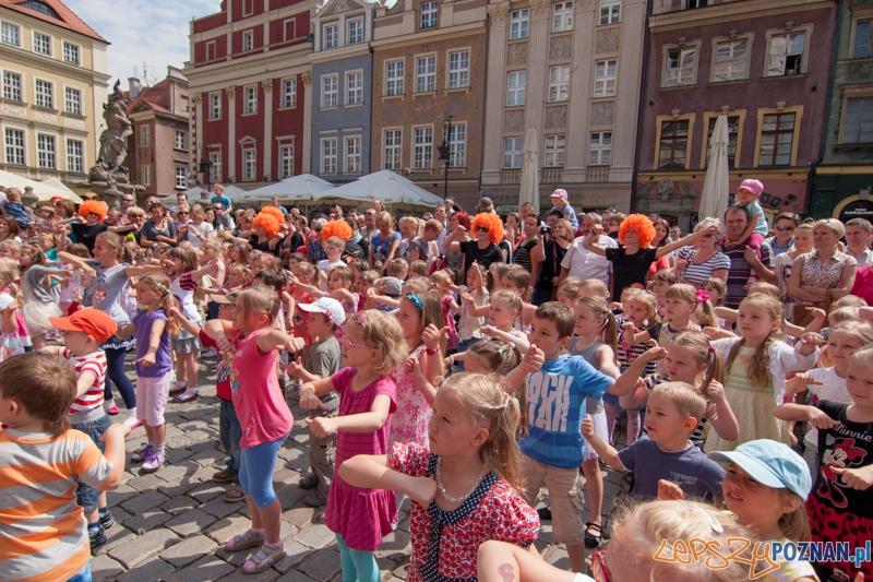 I Flashmob Przedszkolaków na Starym Rynku - Poznań 09.06.2013 r.  Foto: LepszyPOZNAN.pl / Paweł Rychter