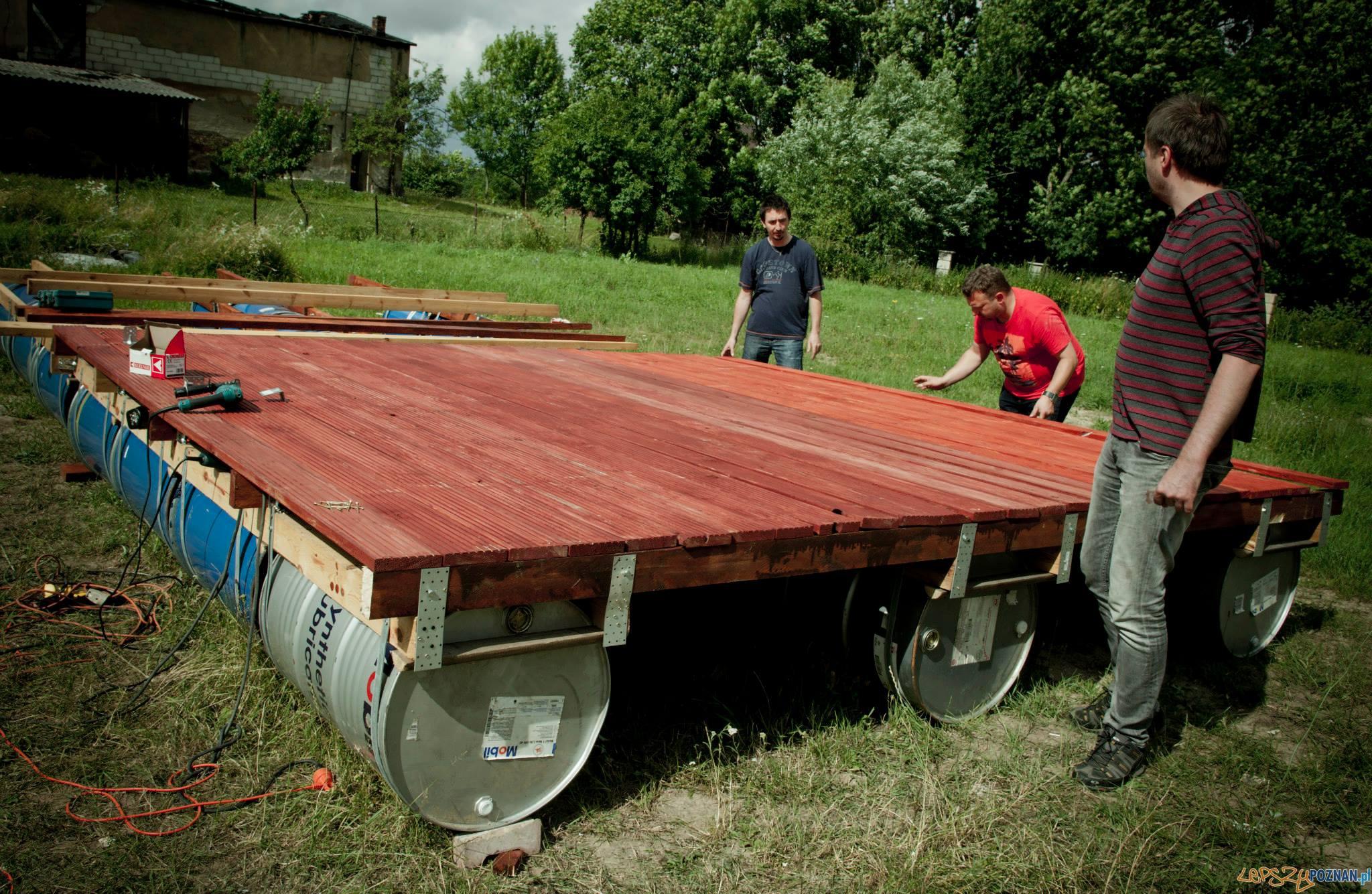 Budowa tratwy Pod Wąsem  Foto: splywacy.pl