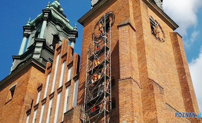 Rusztowanie przy wieży poznańskiej Katedry  Foto: lepszyPOZNAN.pl / tab 10.1