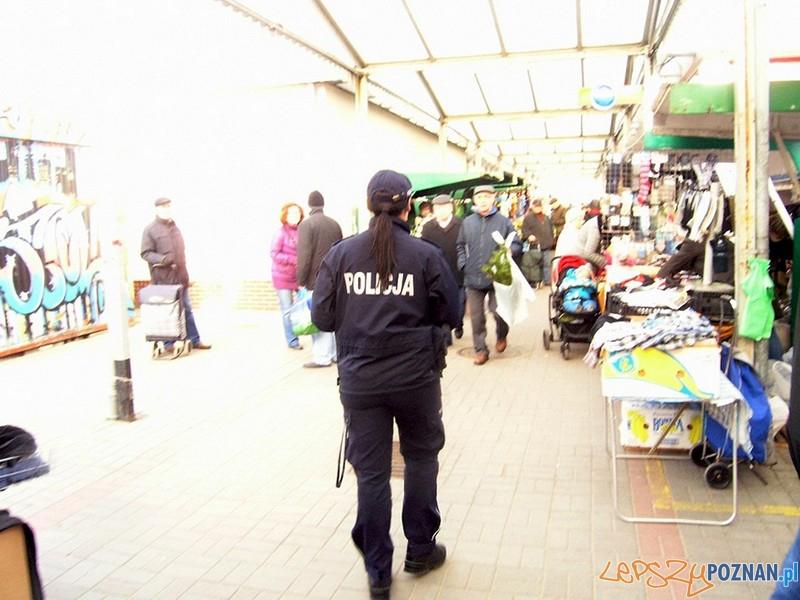 Prewencja policji na ryneczku na Ratajach  Foto: KW Policji w Poznaniu