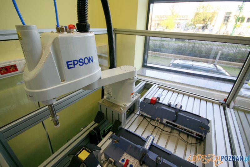 Laboratorium Technik Mechatronik. Robot EPSON.  Foto: Przemysław Kozakiewicz