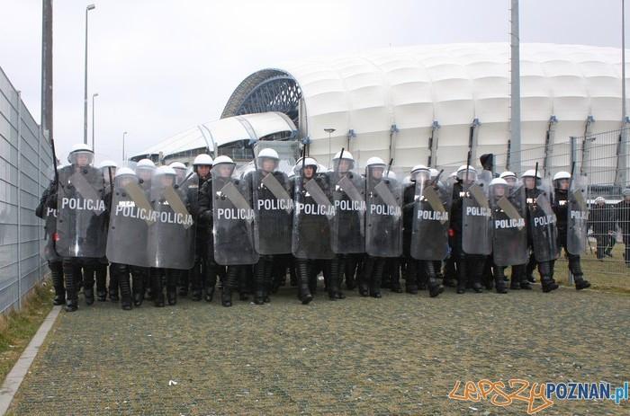 Policja na stadionie  Foto: materiały policji