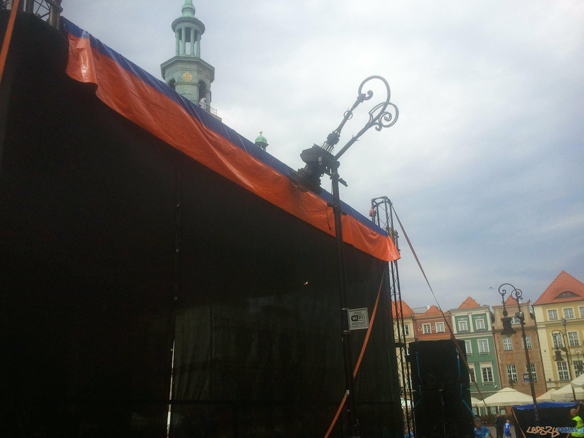 Uszkodzona latarnia na Starym Rynku  Foto: news@lepszypoznan.pl