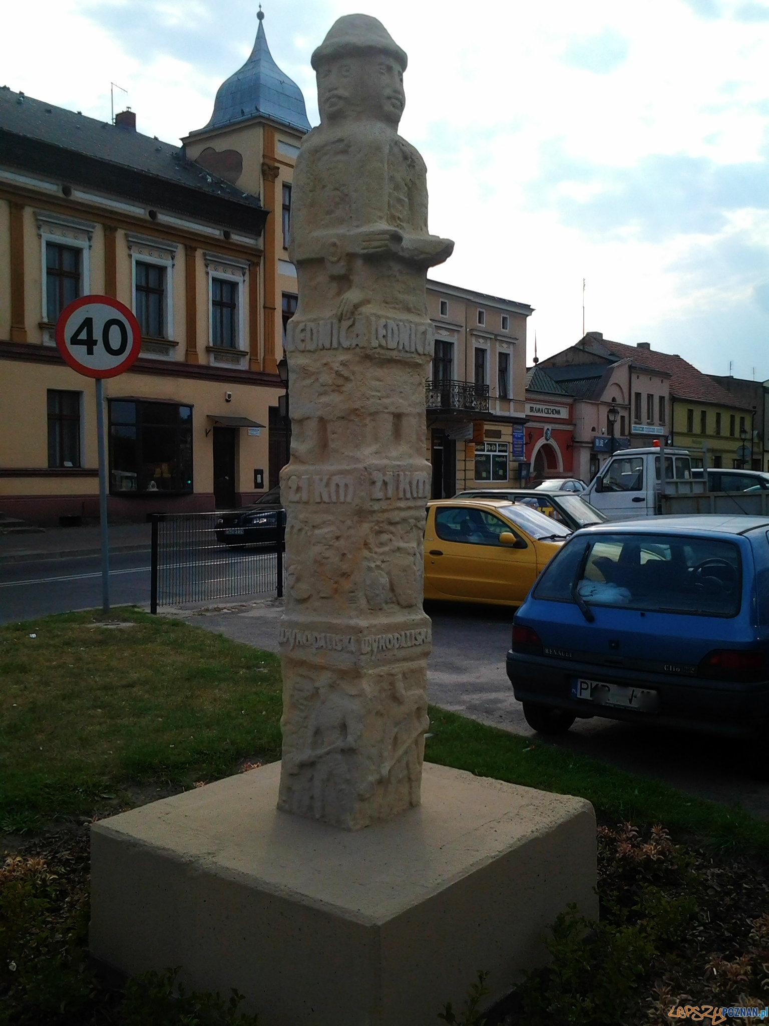 Odnowiony obelisk na rynku w Kostrzynie  Foto: lepszyPOZNAN.pl / tab