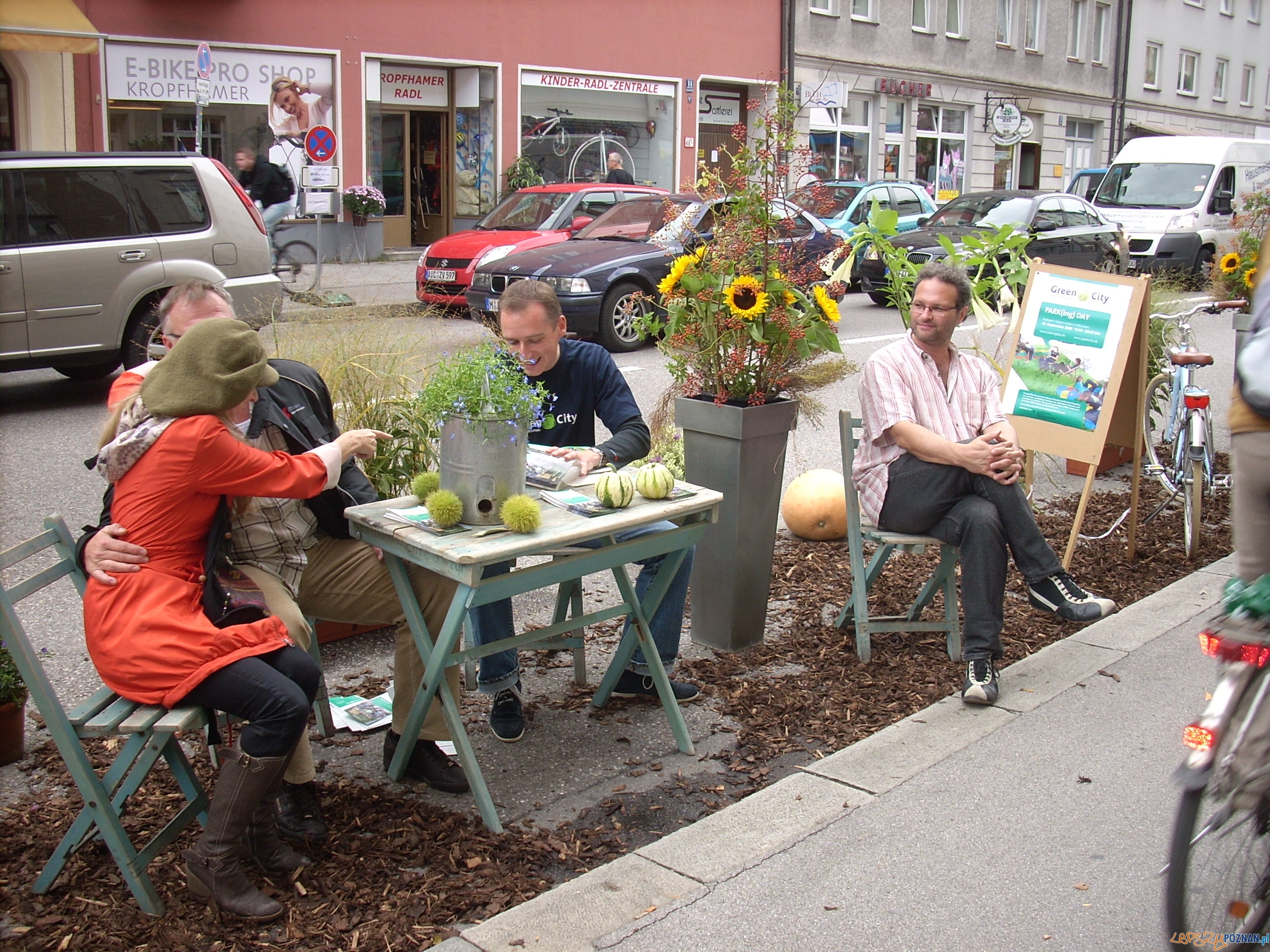 Park(ing) day w Monachium  Foto: parkingday.org / Green City Munich