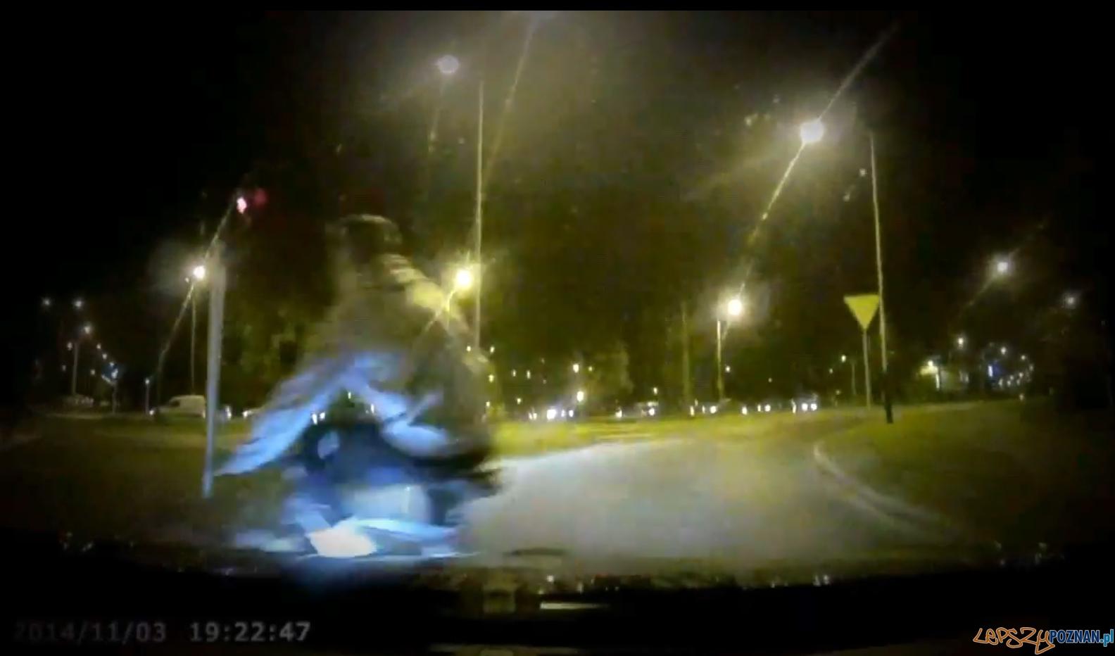Nierozważny rowerzysta  Foto: youtube