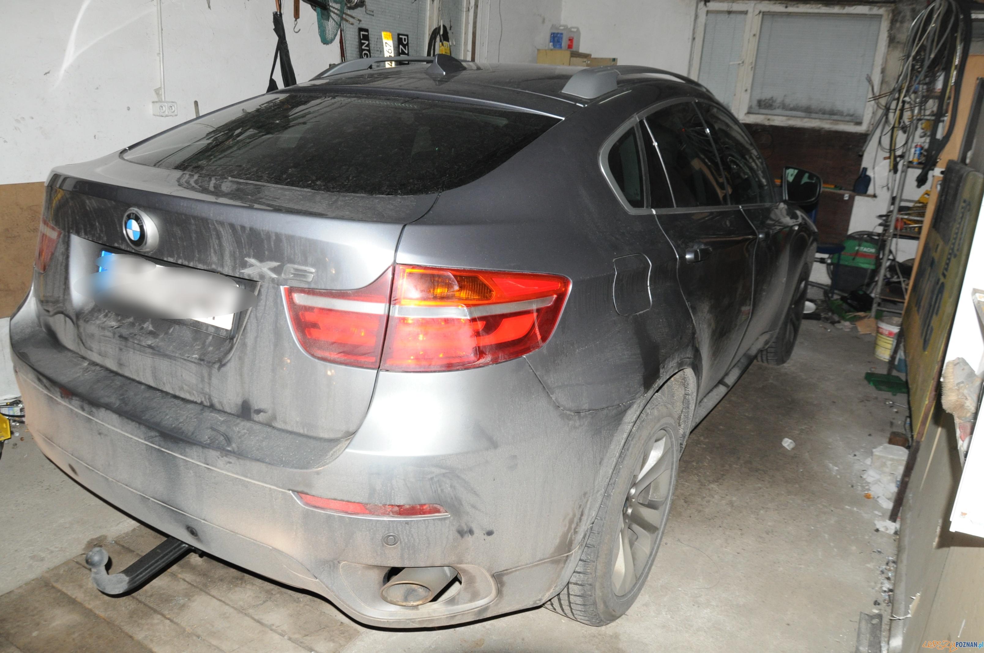 Policjanci odzyskali BMW  Foto: KMP