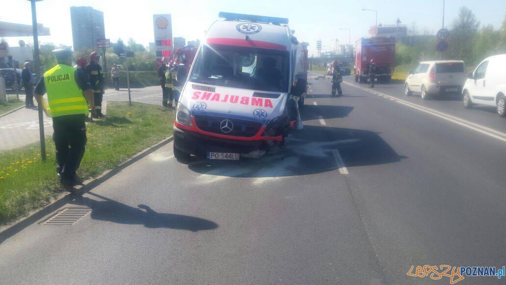 Wypadek karetki pogotowia na Winogradach  Foto: