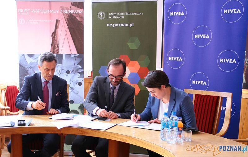 Podpisanie Umowy UEP - Nivea  Foto: UEP