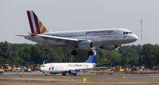 Lotnisko Ławica - lądujący samolot Germanwings D-AKNF  Foto: lepszyPOZNAN.pl /Piotr Rychter