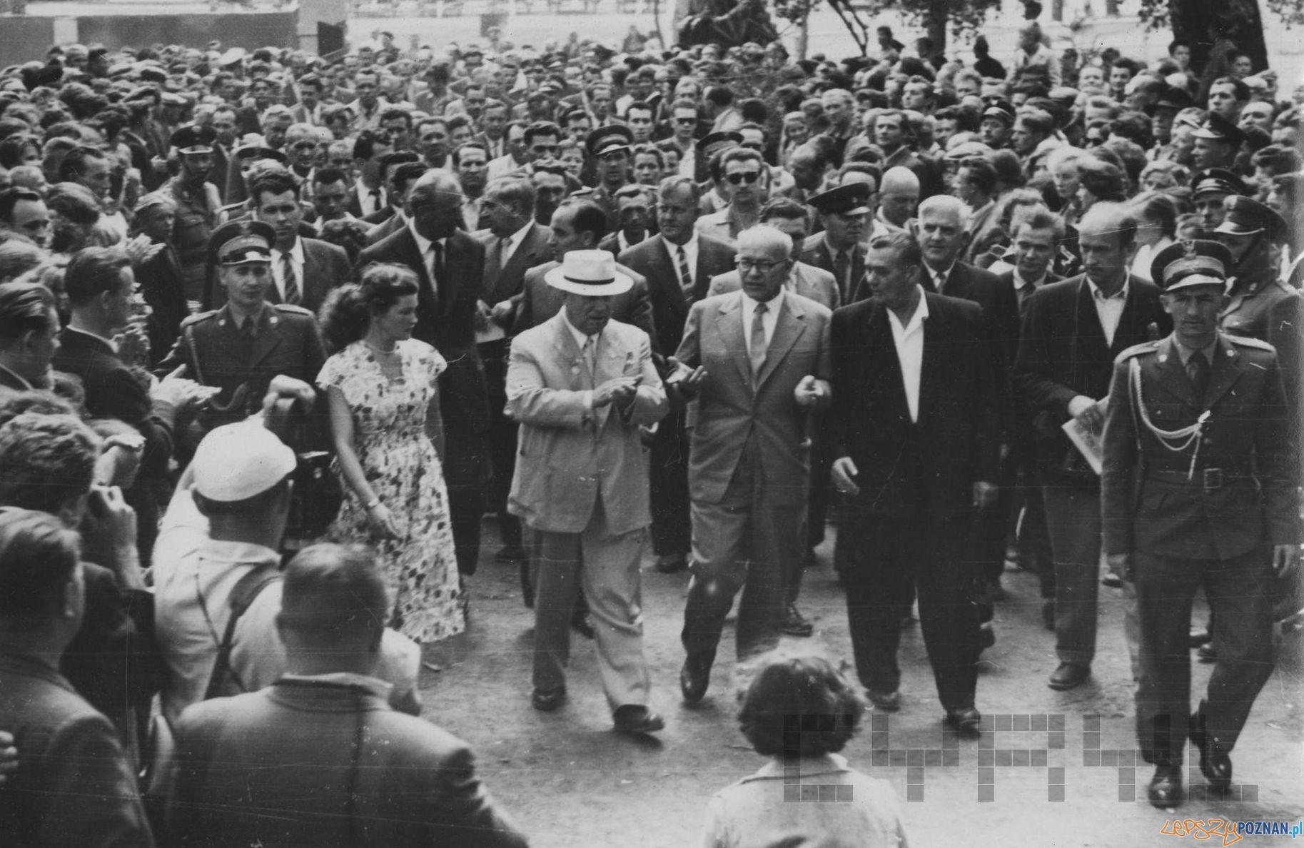 Wizyta  Chruszczowa w Wielkopolsce (1)  Foto: H. Ignor / Cyryl - 18.07.1959