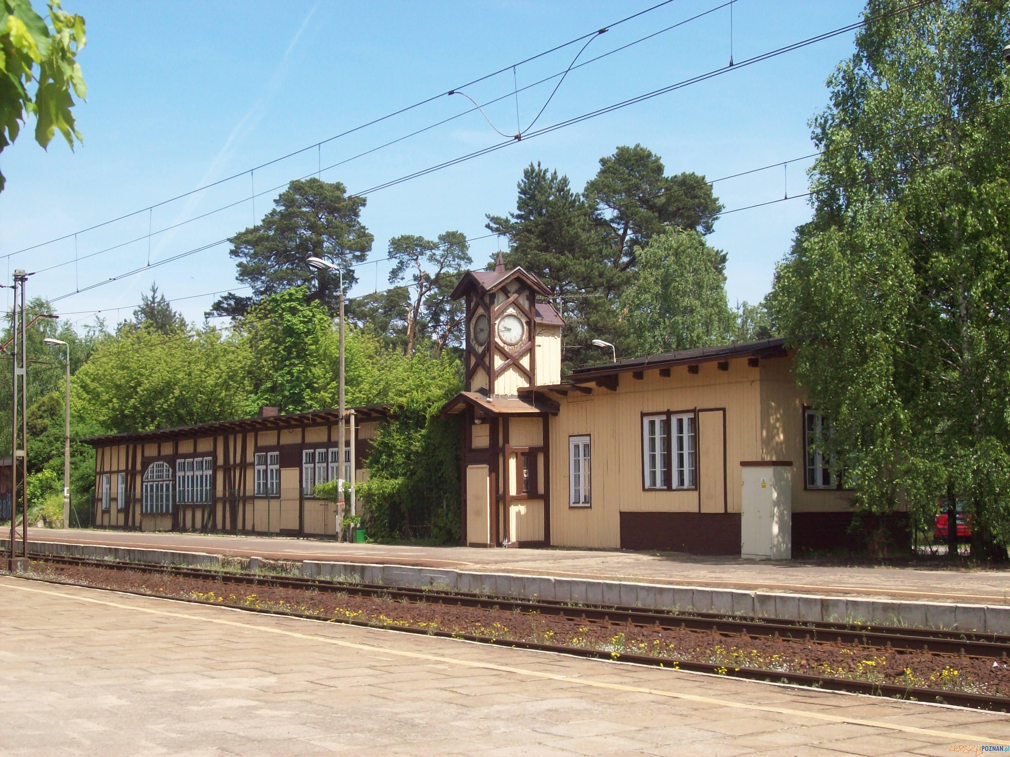 Dworzec PKP w Puszczykowie  Foto: Midhir / wikipedia / CC