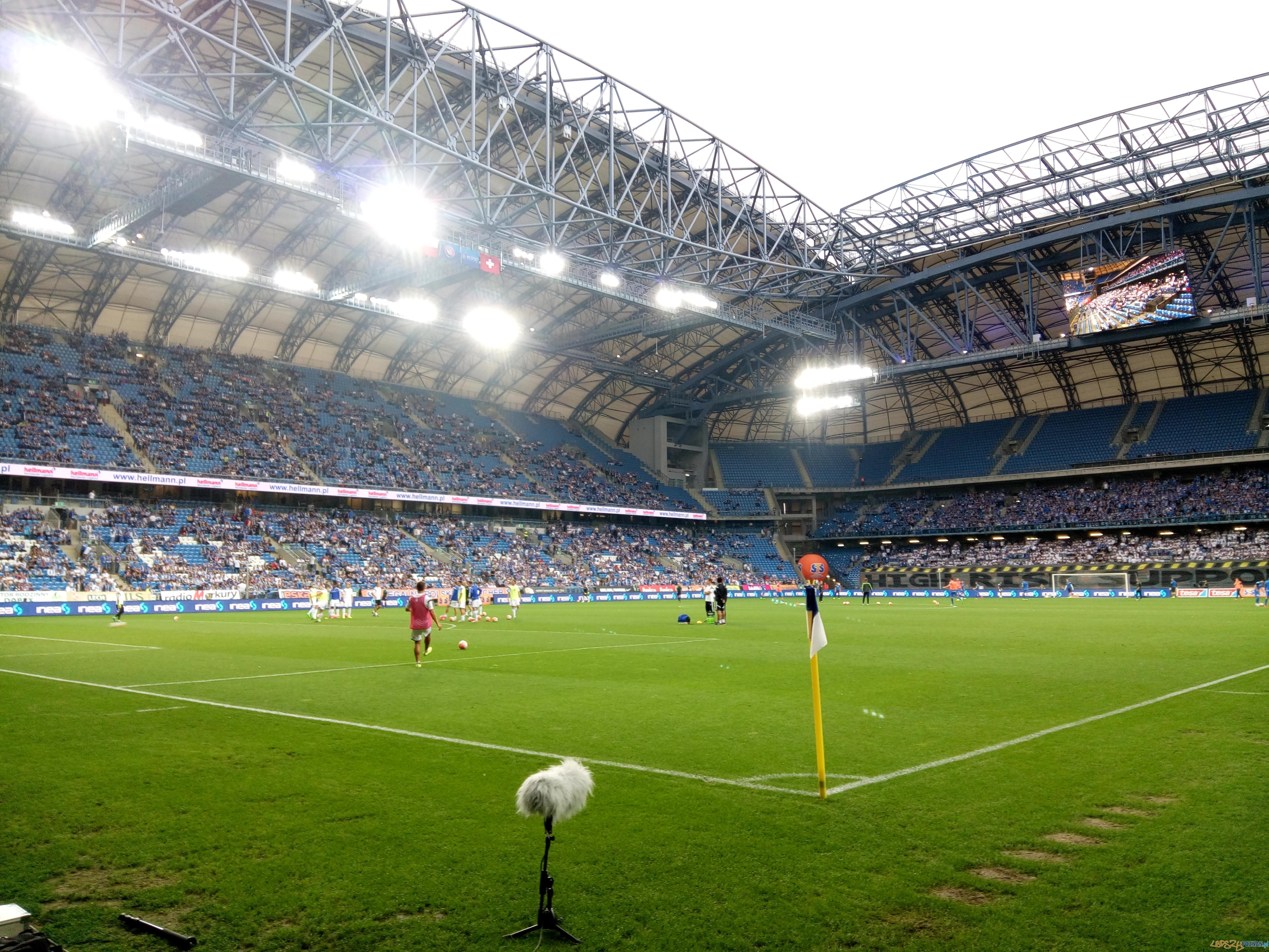 Stadion kilka minut przed meczem Lech - FC Basel  Foto: lepszyPOZNAN.pl / gsm