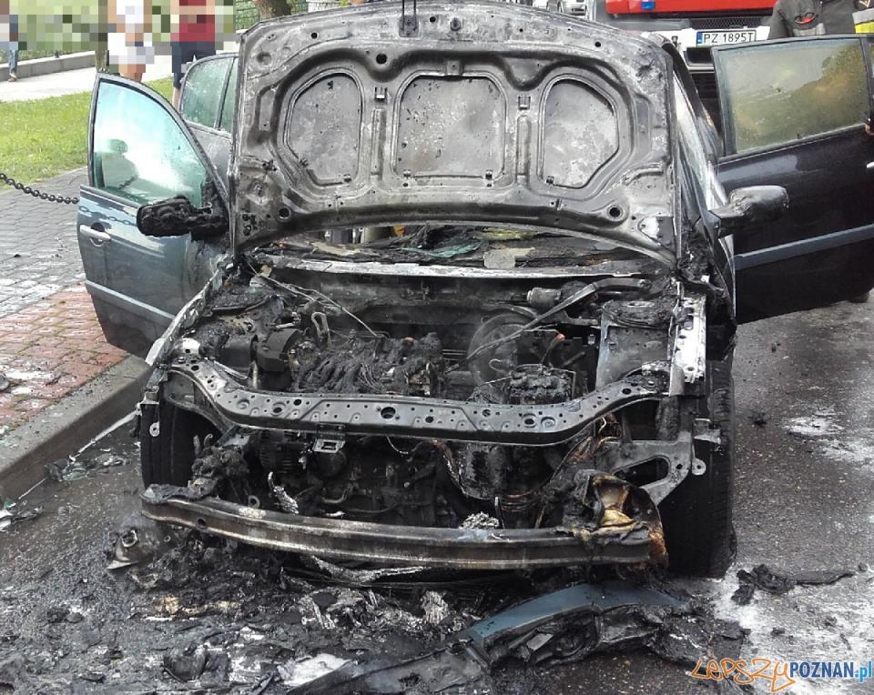 Samochód w ogniu  Foto: PSP JRG 6