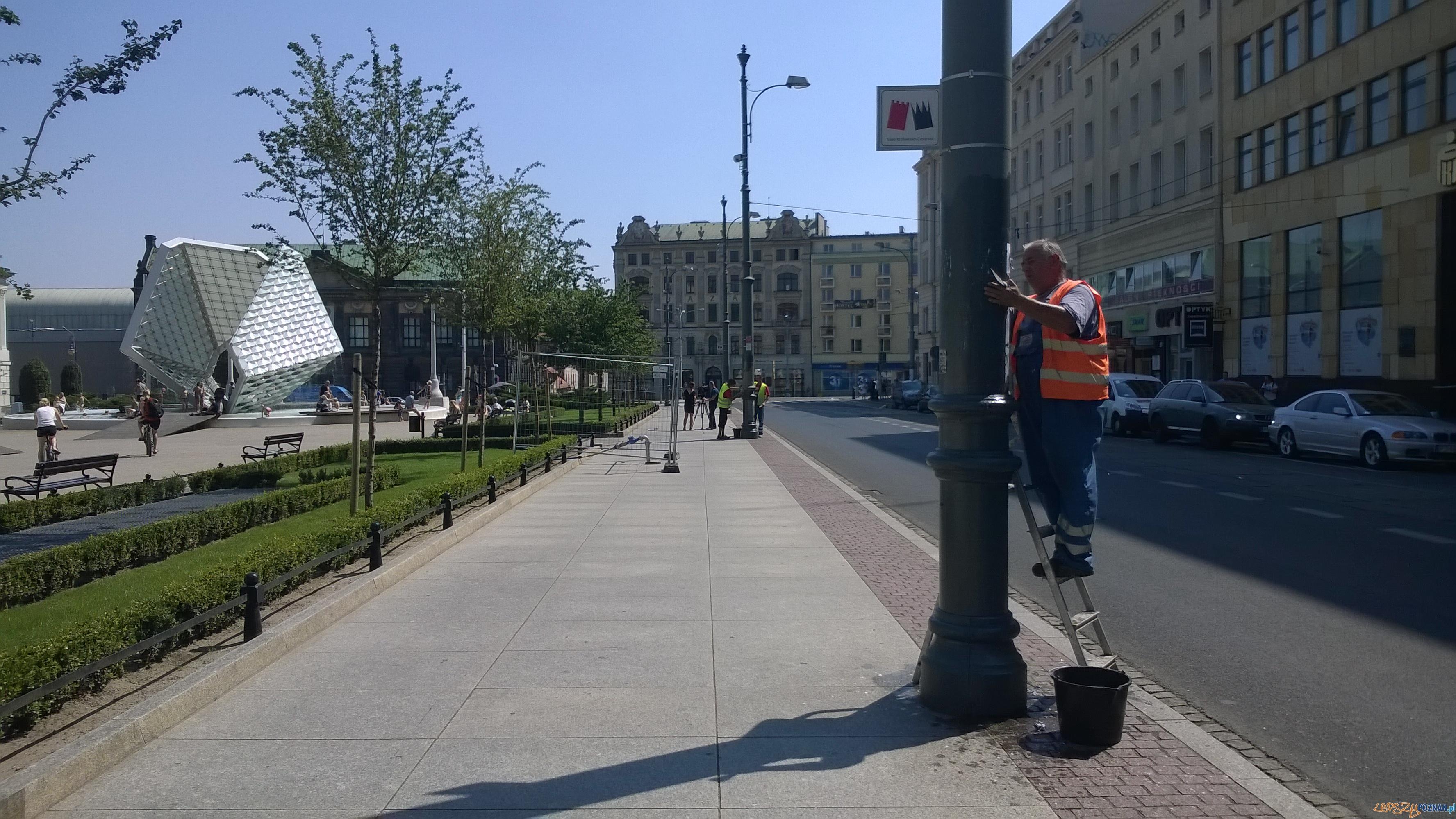 Po raz kolejny plakaciarze okleili miejskie słupy  Foto: TD