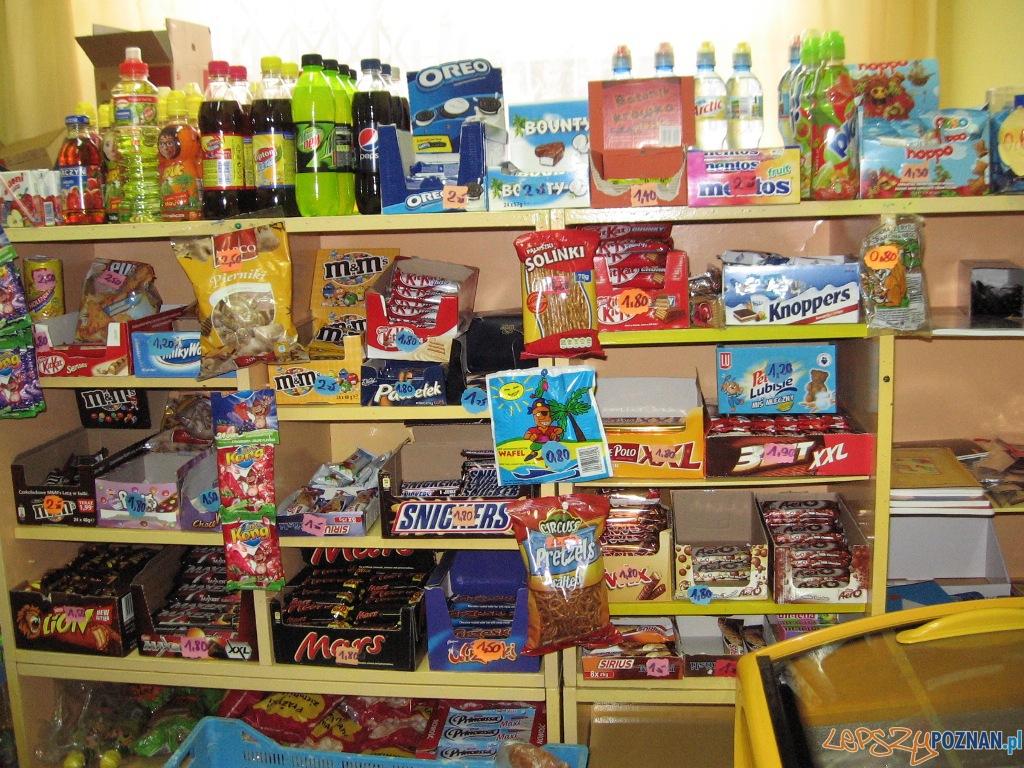 Sklepik szkolny  Foto: http://www.sp4grodzisk.home.pl/
