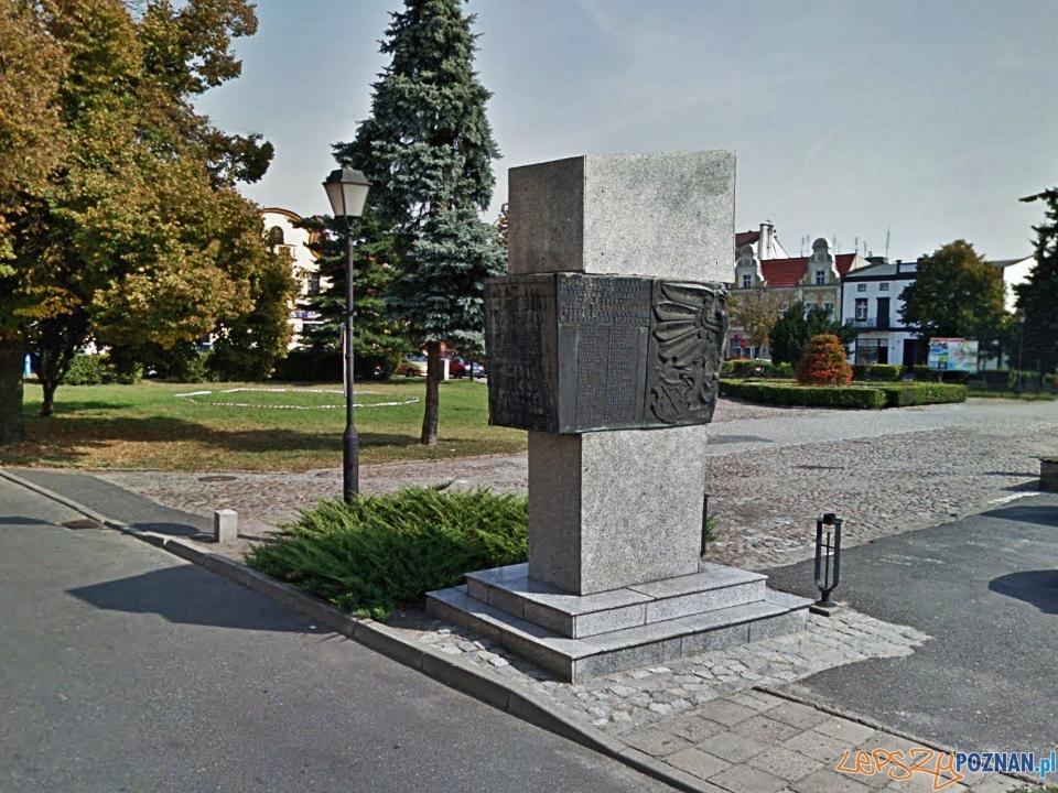 Pomnik Pomordowanych w Kostrzynie  Foto: Google Street View