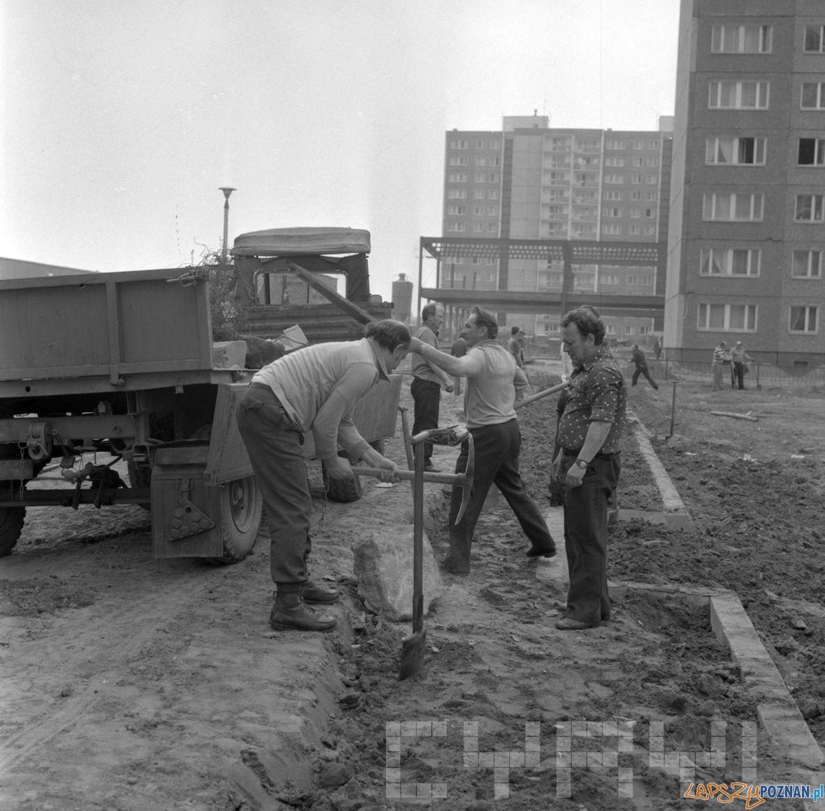 Czyn partyjny na Osiedlu Kopernika_1 1979  Foto: St. Wiktor - Cyryl