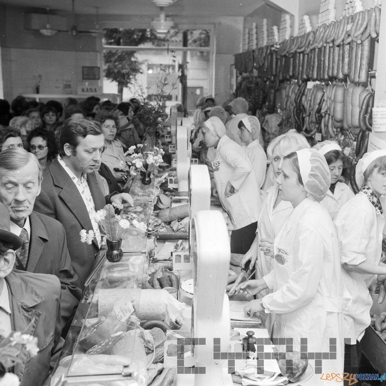 Konkurs sprzedawczyń w sklepie miesnym - 1975  Foto: Stanisław Wiktor / Cyryl