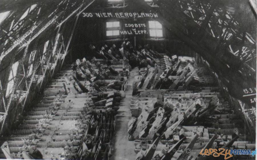 Niemiecki sprzęt lotniczy zdobyty przez powstańców w Hali Zeppelina  Foto:  Archiwum Państwowe w Poznaniu