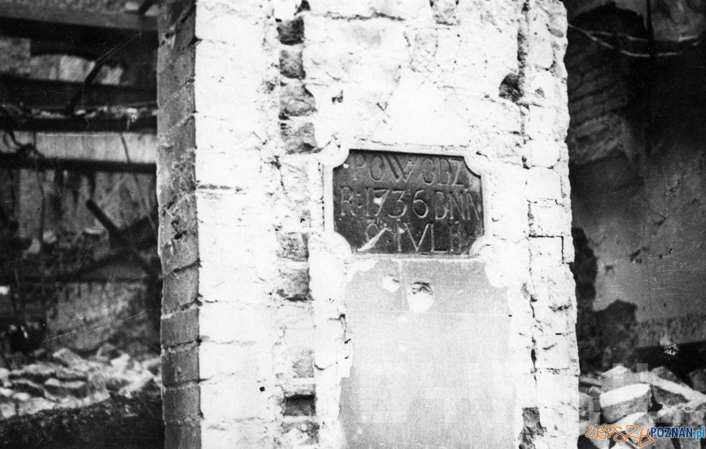 Tabliczka dokumentująca powódż w 1736 r. (zdjęcie z 1945 r.)  Foto: Zbigniew Zielonacki / Cyryl