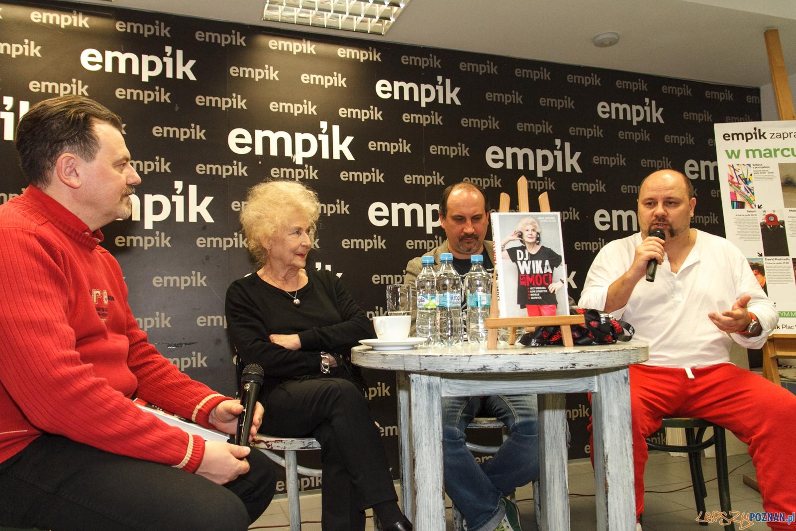 Spotkanie z Dj Wiką w salonie Empiku - Poznań 25.02.2016 r.  Foto: LepszyPOZNAN.pl / Paweł Rychter