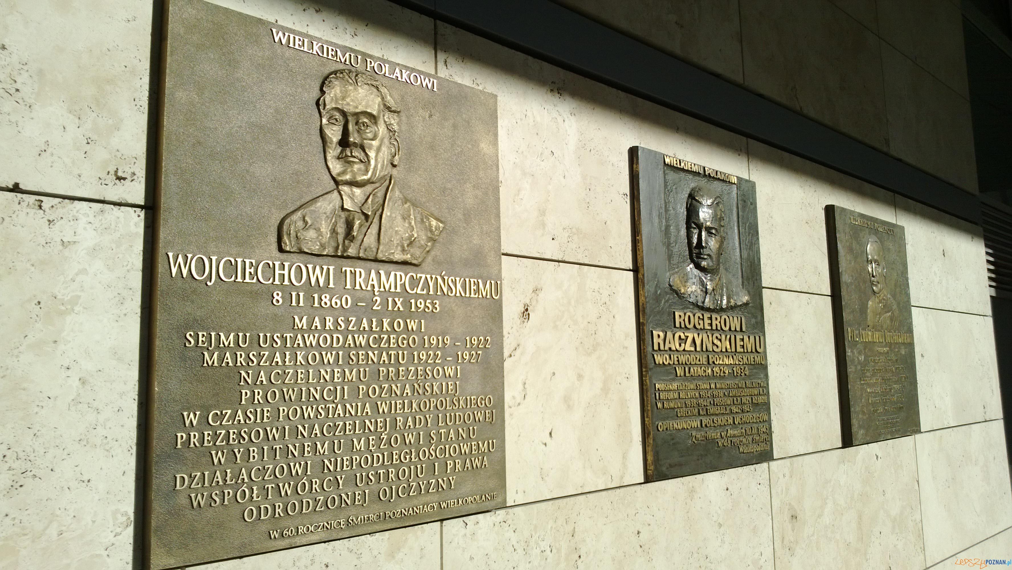 Tablica pamiątkowa przed Wojciecha Trąmpczynskiego (odsłonięta w 2013 r.)  Foto: Tomasz Dworek