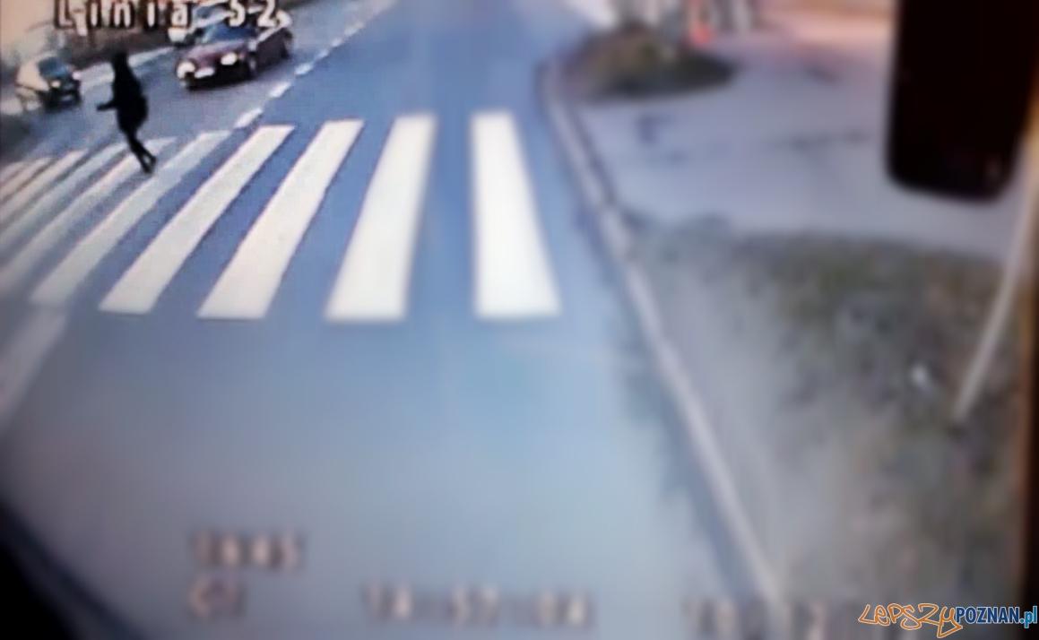 Potrącił pieszą, jest poszukiwany  Foto: nagranie z monitoringu MPK