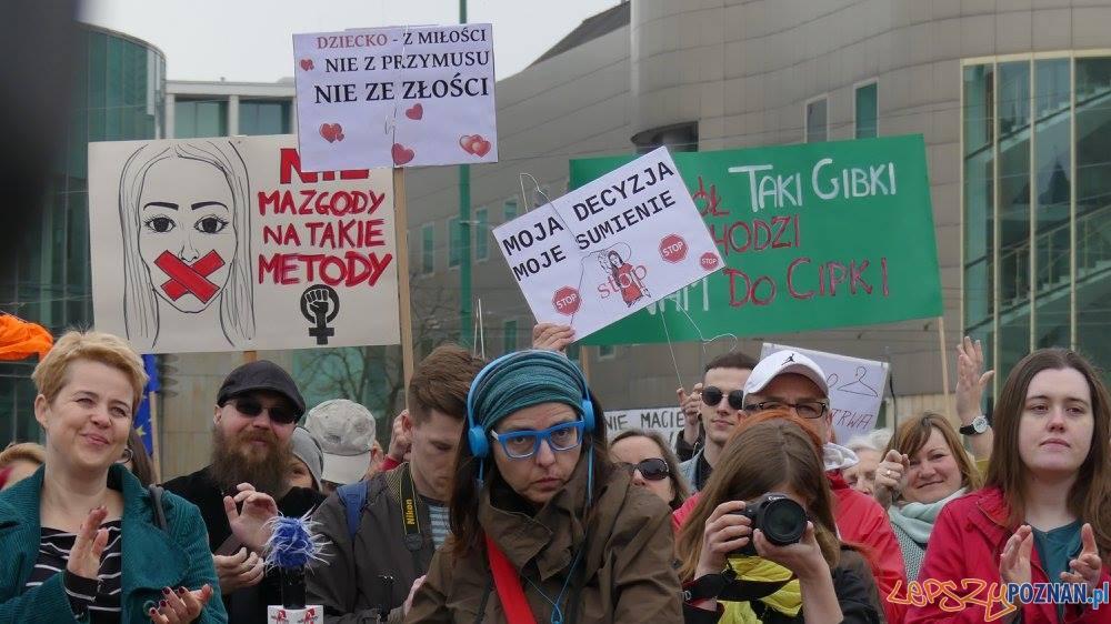 Manifestacja na Placu Mickiewicza  (1)  Foto: Agnieszka Klemińska