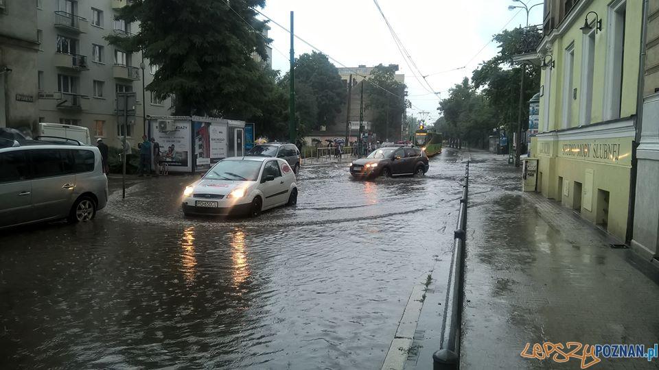 Lało ja z cebra - wuchta ulic zalana  Foto: