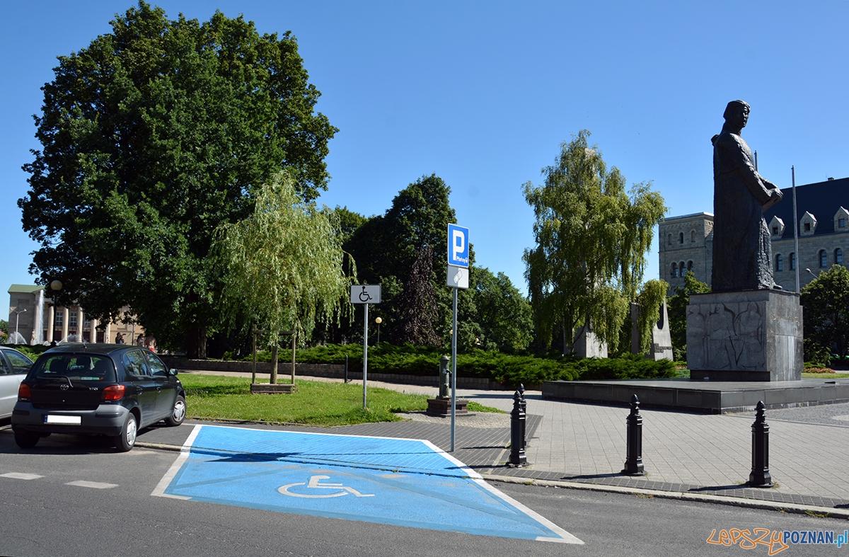Miejsca parkingowe dla niepełnosprawnych  Foto: UMP