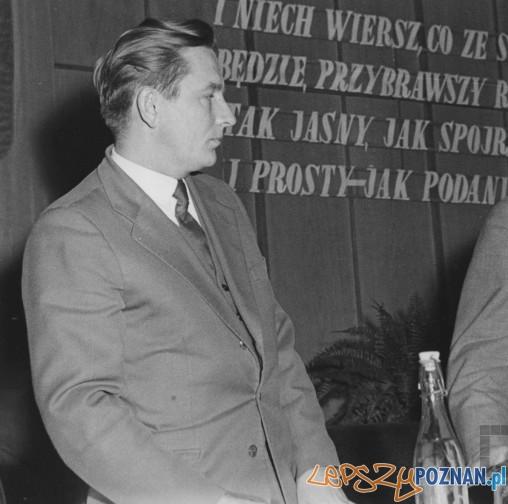 Bogusław Kogut podczas poznańskiego Ogólnopolskiego Festiwalu Poezji - 1960  Foto: Eugeniusz Kitzman / Cyryl